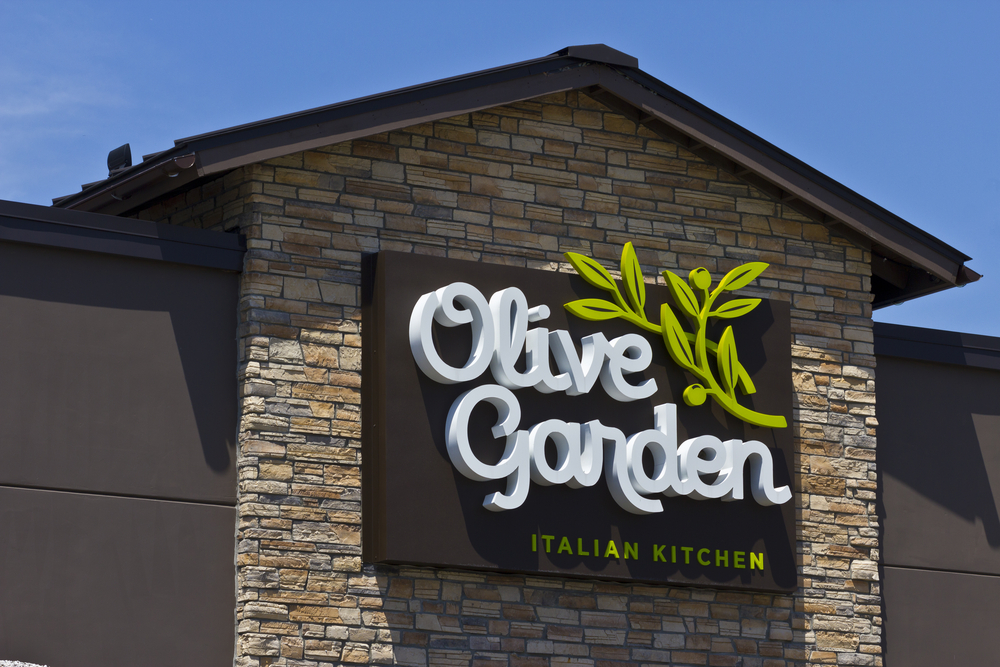 Olive garden unlimited pasta pass brings in 2 1m business bigwigs for Olive garden national pasta day